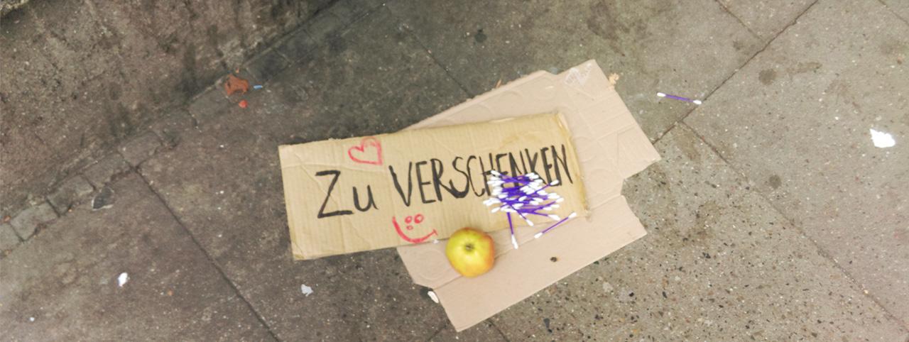 Jobangebote Aktiv Leben GmbH- Schild mit Apfel