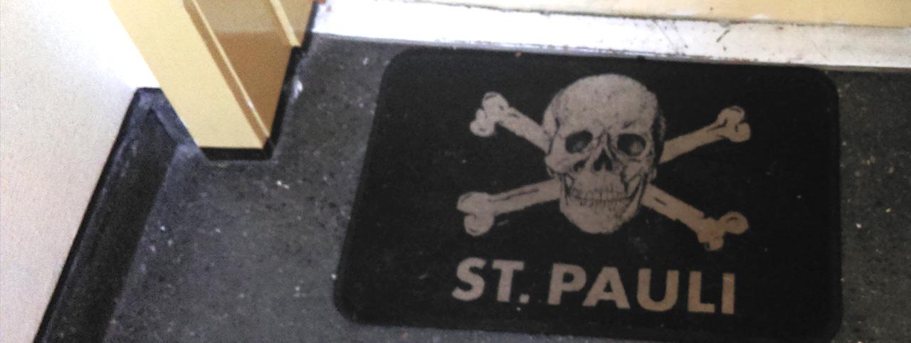 fussmatte-vor-haustuer-mit st.pauli logo